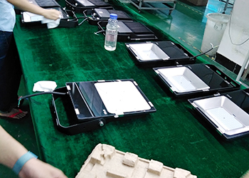 Assemble of LED flood lights